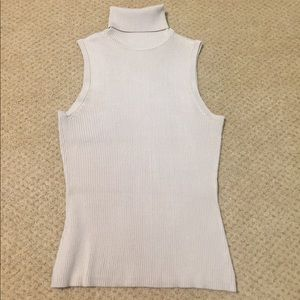Sweaters - Sleeveless ribbed turtleneck